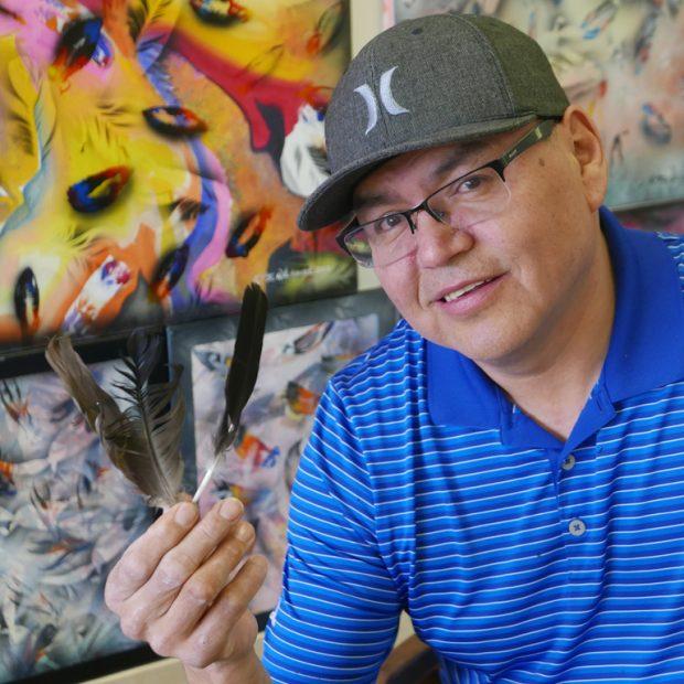 Tim Wiskeychan dans son atelier de peinture